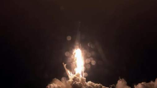 SpaceX запустила ракету Falcon 9 з черговою партією супутників Starlink: дивіться відео