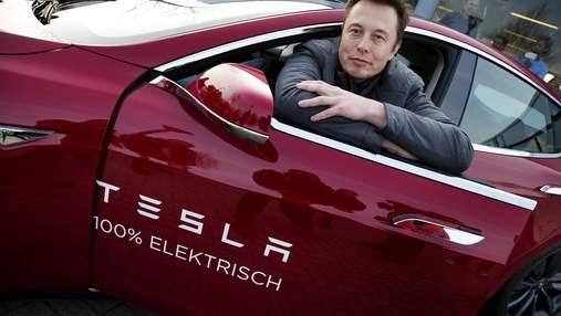 В Китае чиновники не ездят на Tesla – считают, что авто за ними шпионит: Маск уже отреагировал