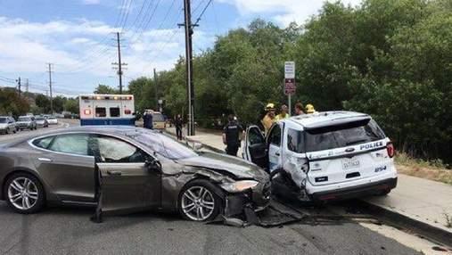 Американські регулятори ставлять під сумнів надійність автопілота Tesla
