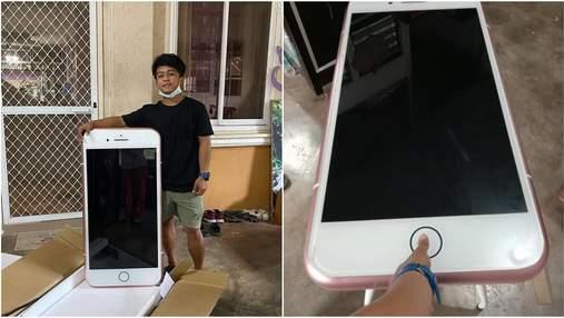 Не той айфон: чоловік замовив новий телефон, а отримав письмовий стіл