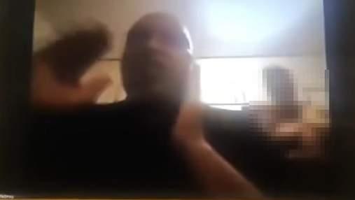 Оголена дружина чиновника ПАР з'явилася у кадрі на віртуальному засіданні парламенту: відео 18+