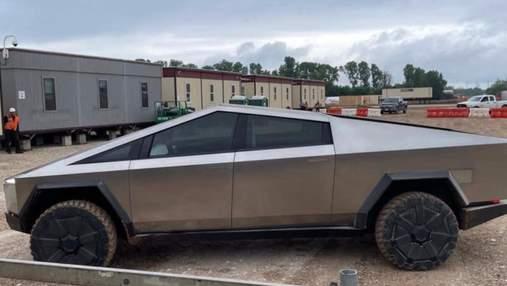 Прототип пикапа Cybertruck заметили на строительной площадке Tesla в Техасе
