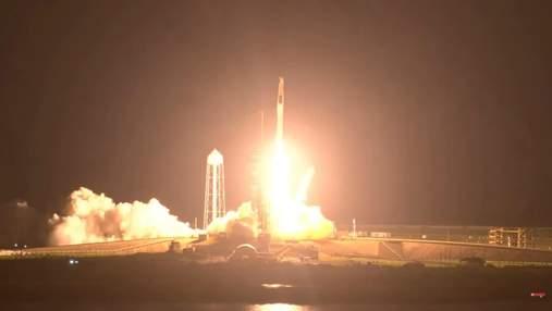 SpaceX запустила ракету Falcon 9 с пилотируемым кораблем Crew Dragon к МКС