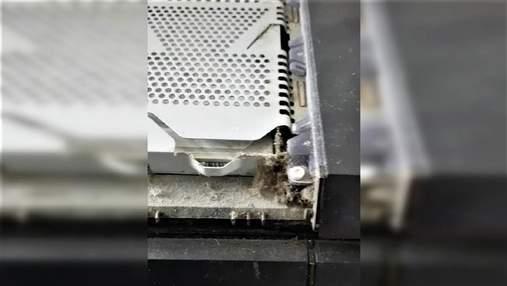 Геймер показав, скільки бруду всередині його PlayStation і шокував мережу: відео