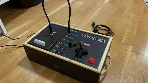 Yayagram: як Telegram, але для стареньких – винахід зі штекерами, кнопками та принтером