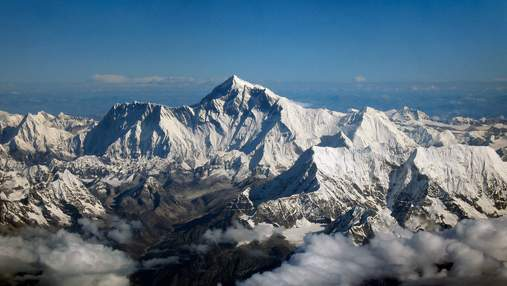 Дванадцять найвищих гір Сонячної системи: фото