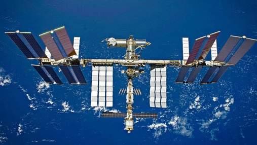 Американские астронавты помогут россиянам обнаружить утечку на МКС