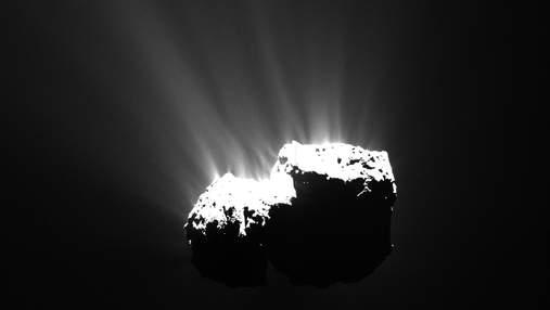 Хвостатые скитальцы: подборка фотографий комет из космоса
