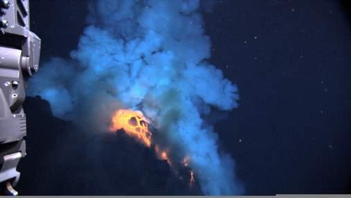 Чи є підводні вулкани на Європі