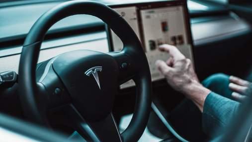 "Грузовик со светофорами ""поломал"" мозг бортовому компьютеру Tesla"