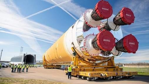 NASA показало собранную сверхтяжелую ракету SLS для полетов на Луну: фото