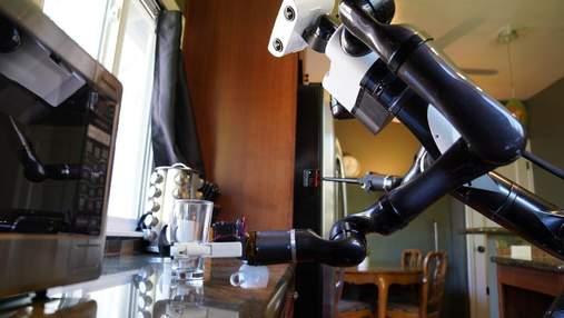 Toyota показала робота-официанта: он может работать даже с отражениями