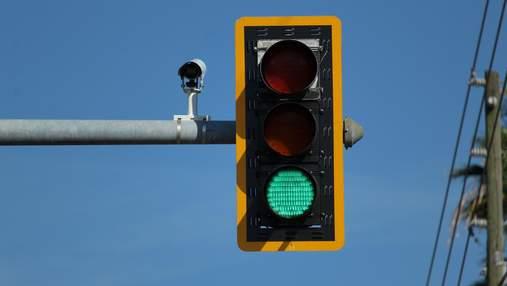 Умные светофоры сообщат как быстро двигаться, чтобы попасть в зеленую волну
