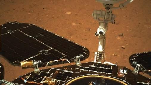 """NASA сфотографировали китайский марсоход """"Чжужун"""" с орбиты Красной планеты"""