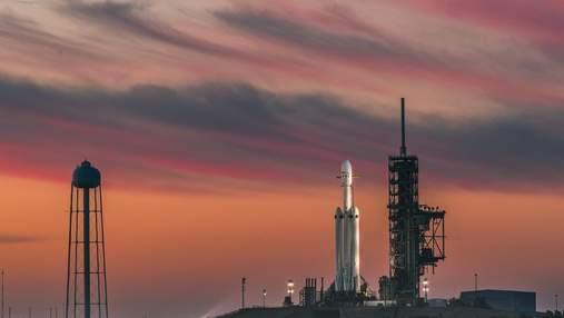 Илон Маск показал огромную ракету Super Heavy с включенными двигателями