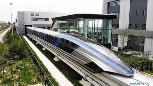 Китайцы представили самый быстрый в мире поезд: красноречивые фото, видео