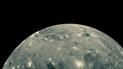 """Завдяки """"Габблу"""" в атмосфері найбільшого супутника Сонячної системи виявили водяну пару"""
