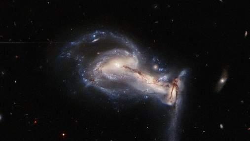 Фото дня: впечатляющий космический танец трех галактик