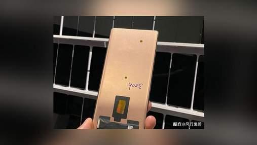 """У мережу """"злили"""" фото смартфона Xiaomi Mi Mix 4 з підекранною камерою"""