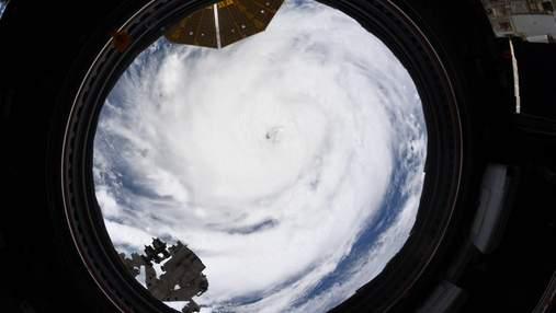 """Астронавт """"зазирнув"""" в """"очі"""" урагану Іда з космосу: неймовірні фото"""
