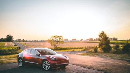 Tesla Model 3 на автопілоті врізалась у патрульне авто