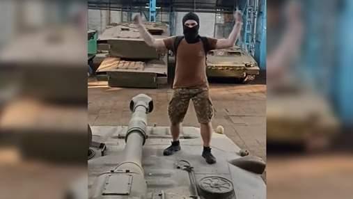 Знімали танці на танку: блогери проникли до Харківського тракторного заводу