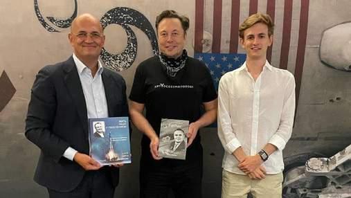 Илон Маск встретился с внуком и правнуком украинца Королева