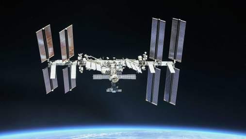 МКС підготували до заміни сонячних панелей: астронавти майже 7 годин працювали за межами станції