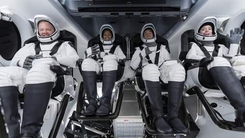 SpaceX Маска впервые отправила в космос гражданских: впечатляющее видео запуска ракеты