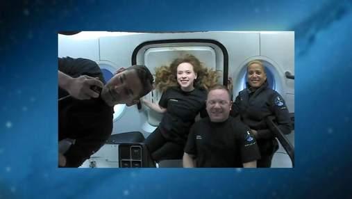 Здорові та щасливі: SpaceX показав перші фото екіпажу Inspiration4 у космосі
