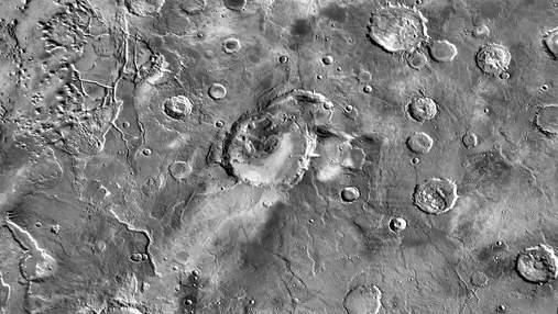 В древности Марс страдал от суперизвержений тысяч вулканов