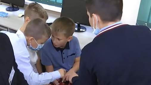 Захоплюються 3D-принтерами та дронами: у Києві STEM-освіта підкорила учнів