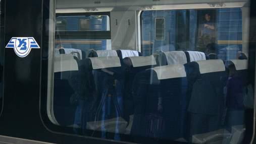 Укрзализныця начала продавать билеты на поезда через Viber и Telegram