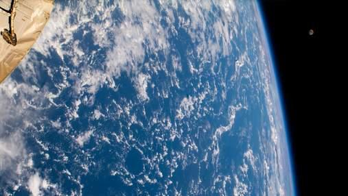 Может ли объект на Земле покинуть планету естественным путем