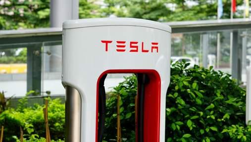 """Вартість Tesla сягнула 1 трильйона доларів: як компанія потрапила в """"елітний клуб"""""""